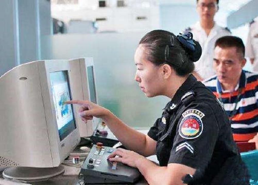 女性在过安检时,隐私部位会暴露在显示器上吗?说出来你也许不信