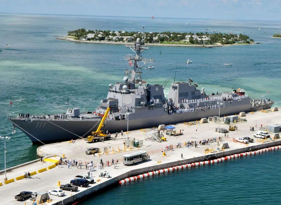 王云飞:美舰闯领海中国须有新对策必要时拦阻射击