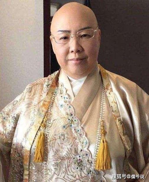 费玉清姐姐欠下4000万巨债,一件袈裟上百万