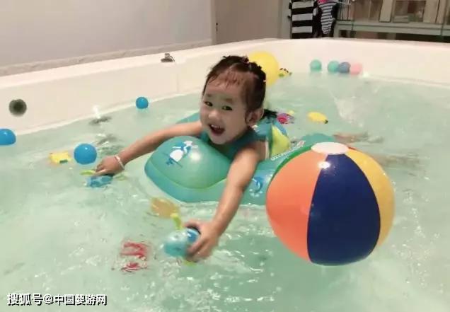 坚持带宝宝游泳,是对Ta健康成长的正视