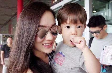 刘诗诗怀孕六个月首次亮相,脸型变样胖出双下巴,怀男孩会变丑?