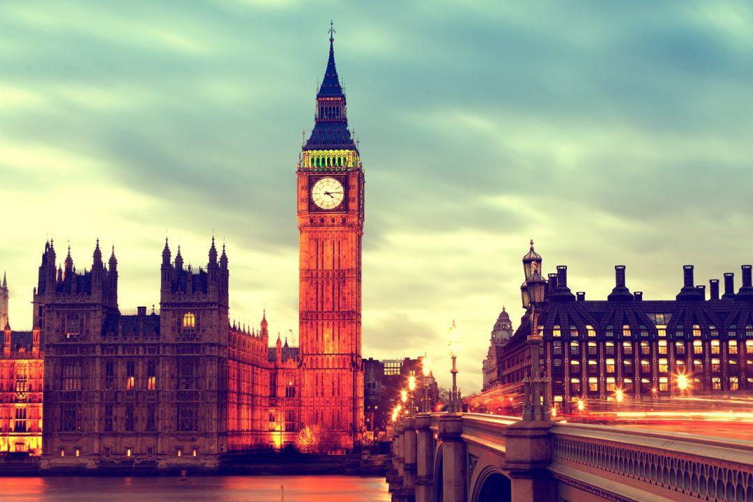 去英国留学,国内的户口档案应该怎么办?