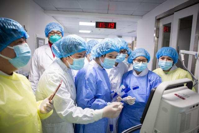 美国新冠肺炎确诊超211万 死亡病例116081例