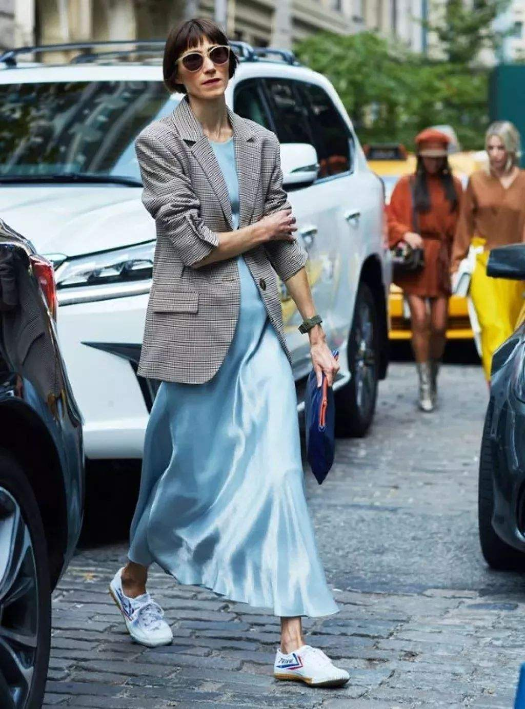 西装+裙子才是春天里的神仙组合,可盐可甜,连刘雯倪妮都种草了