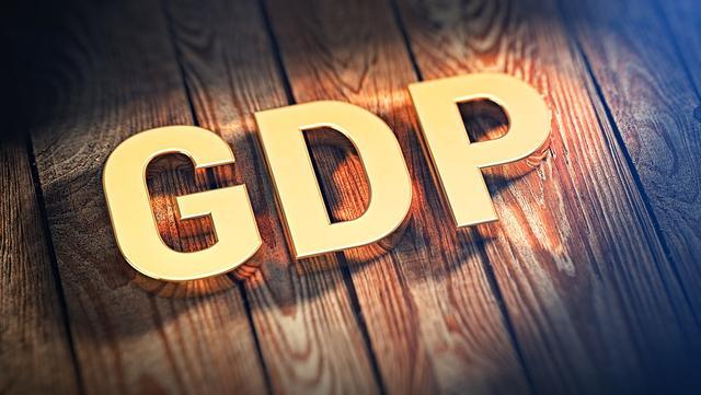 中美两国的GDP_上半年,美国GDP约为俄罗斯的14.3倍!两国经济差距,再度扩大了
