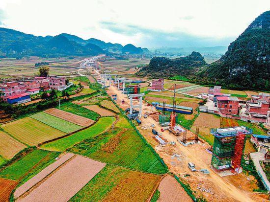新柳南高速公路计划明年建成通车采用双向四车道标准