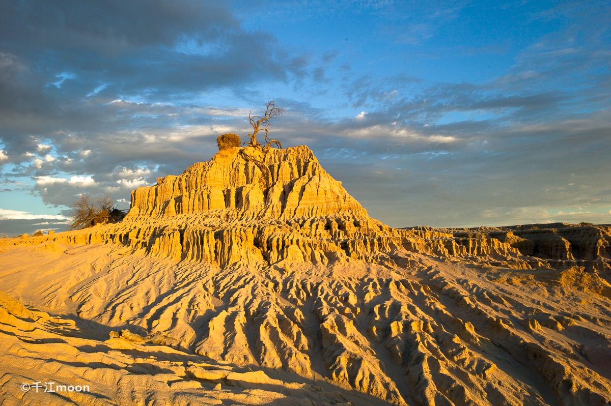 澳洲第一个被列为世界文化遗产的国家公园,苍凉如同月球表面