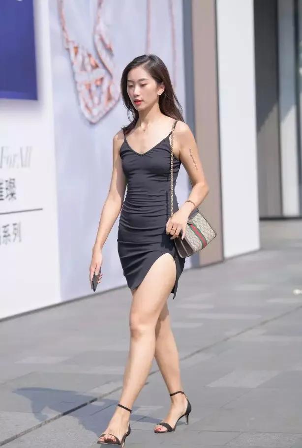 [热点]原创高跟鞋搭配紧身裙,简约时尚又带着无限风情
