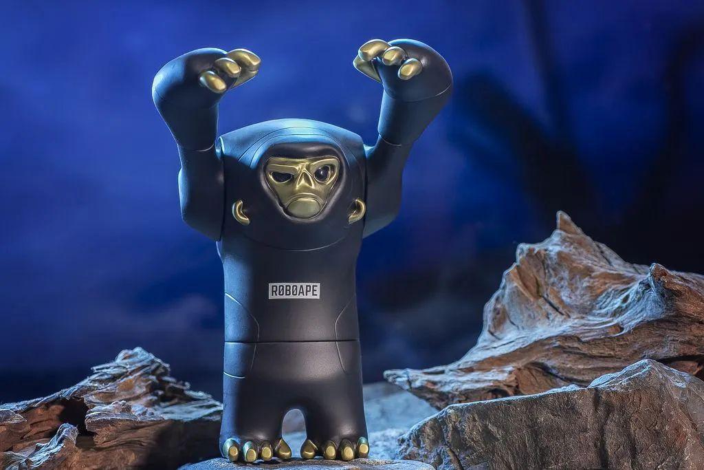 这只猩猩公仔不仅能摆,而且还能穿?!_RoboApe