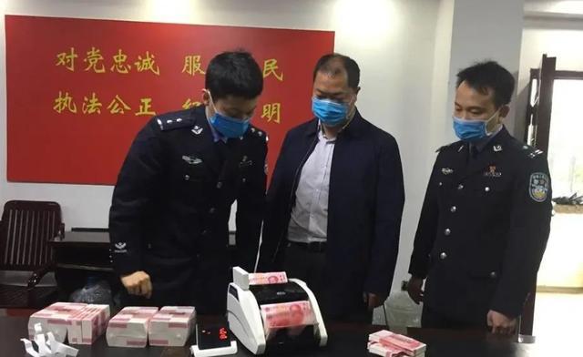 广西南宁:市民家中95万现金被盗嫌疑人用书包把钱背走