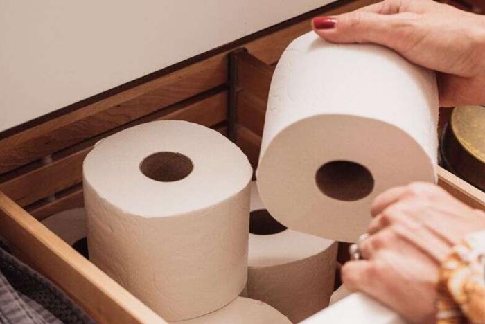 美国女子辛苦囤购18包卫生纸结果全被熊孩子泡在了浴缸里