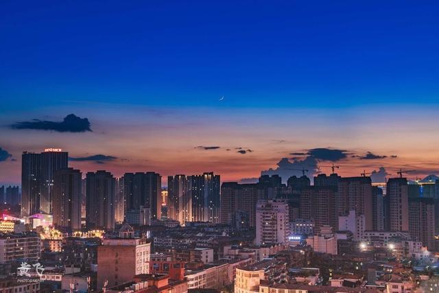 2019荆州gdp_荆州荆南中学2019军训