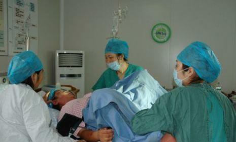 """分娩过程听到医护对""""暗语"""",产妇吓""""尿""""了,把在场医生逗笑了"""