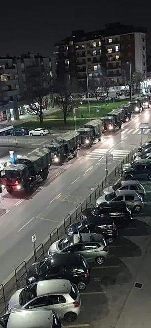 场面太凄惨……意大利军队出动军车,转移死亡患者遗体