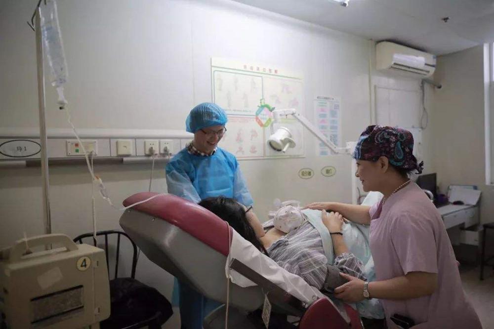 产房冷知识:为啥产妇生孩子感觉冷?6月酷暑手脚发凉,要懂原因