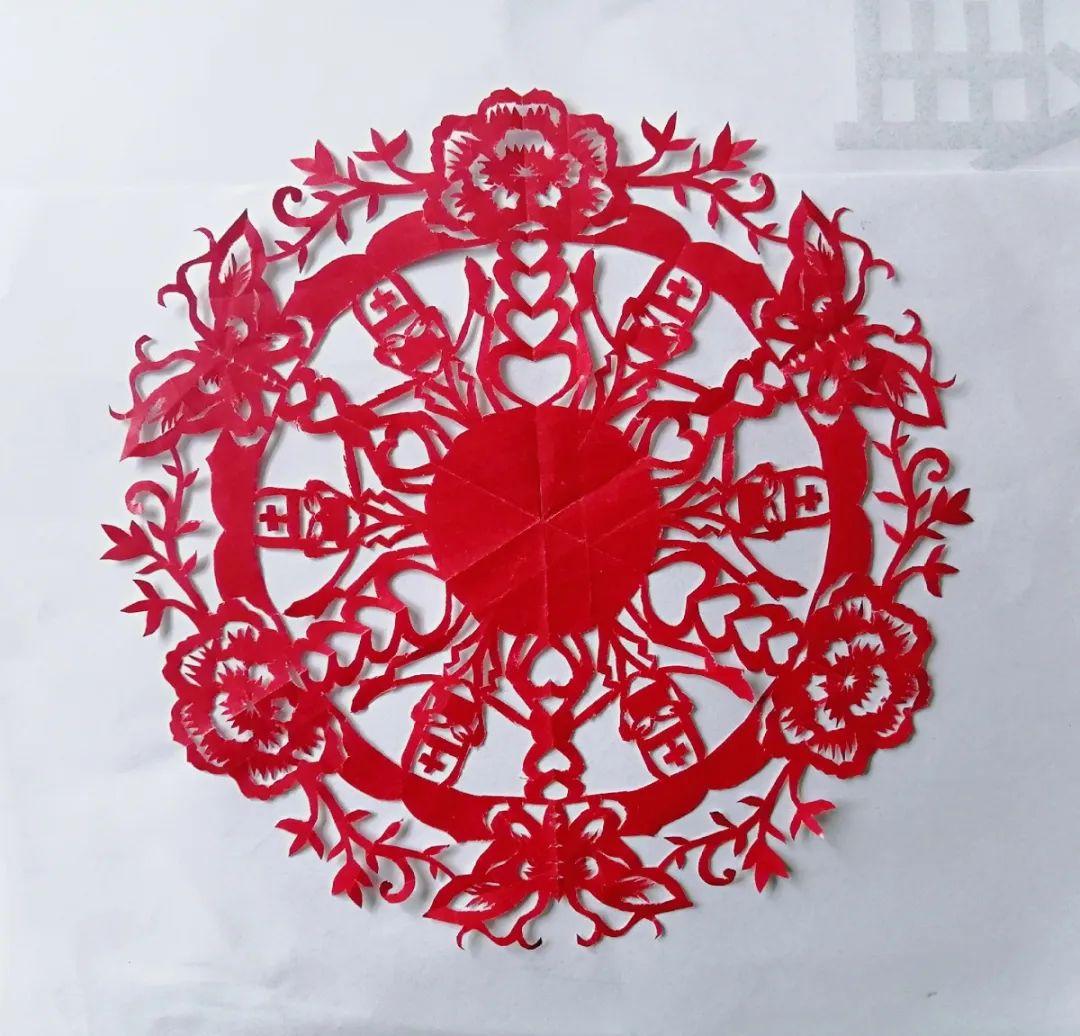 青战疫 一方红纸传递力量 克山县孟繁梅老师创作剪纸作品为抗疫助力图片