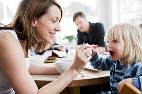 """儿科医生解读:宝宝不爱吃饭,就是得了""""厌食症""""?"""