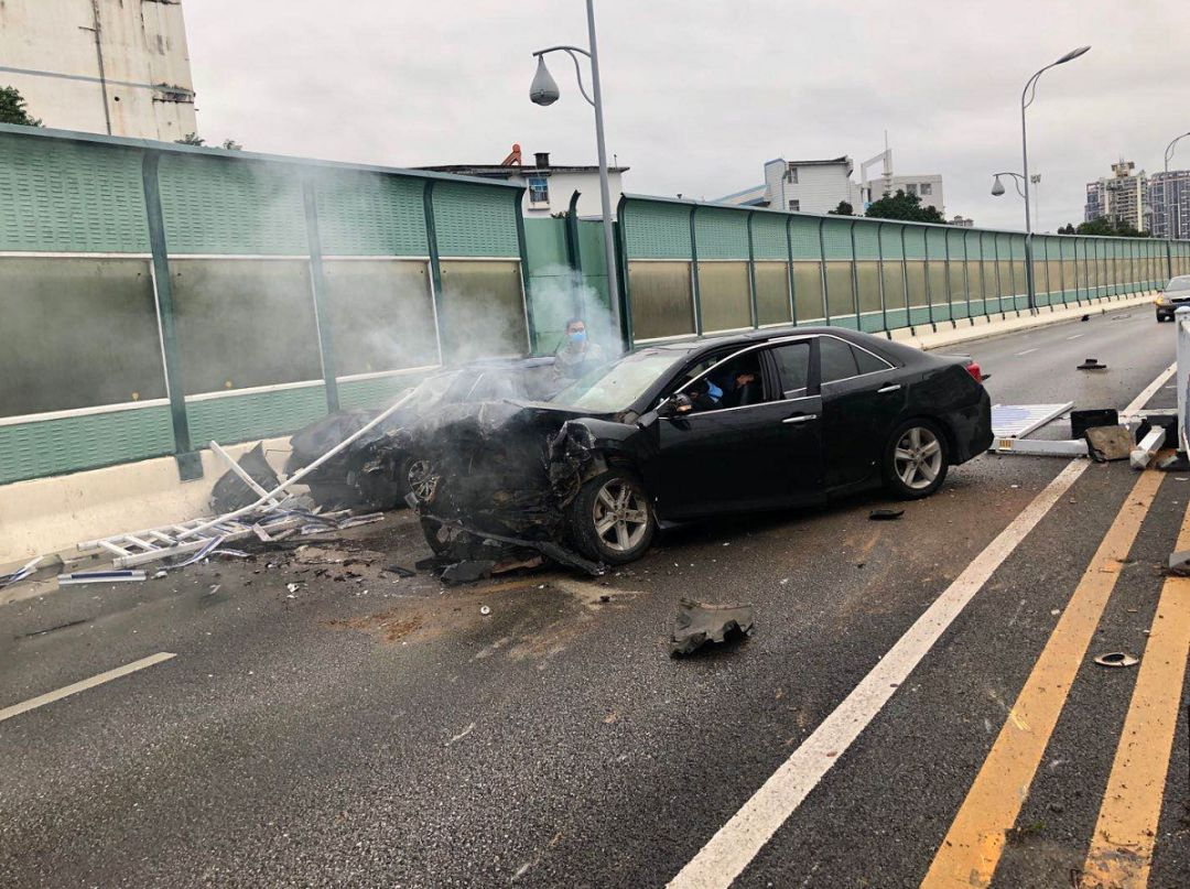 南宁一天发生两起惨烈事故!车辆相撞致5人受伤!