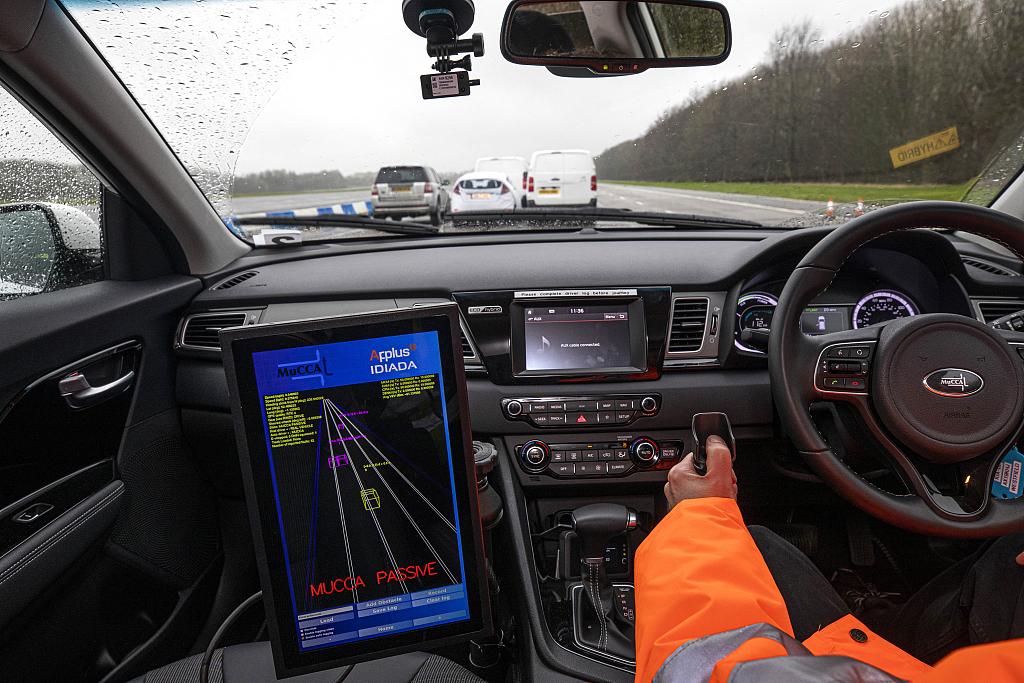 英國研究人員演示車輛自動駕駛避碰新技術