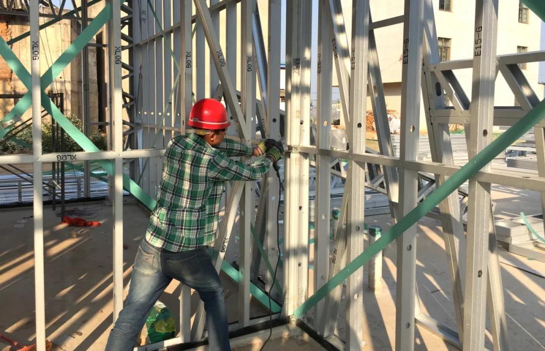 心力集团-轻钢房屋结构组装