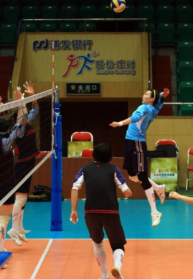 《中国女排,这3人与世界冠军擦肩而过!其中1人还是现役国手_超越娱乐影视,超越百科》