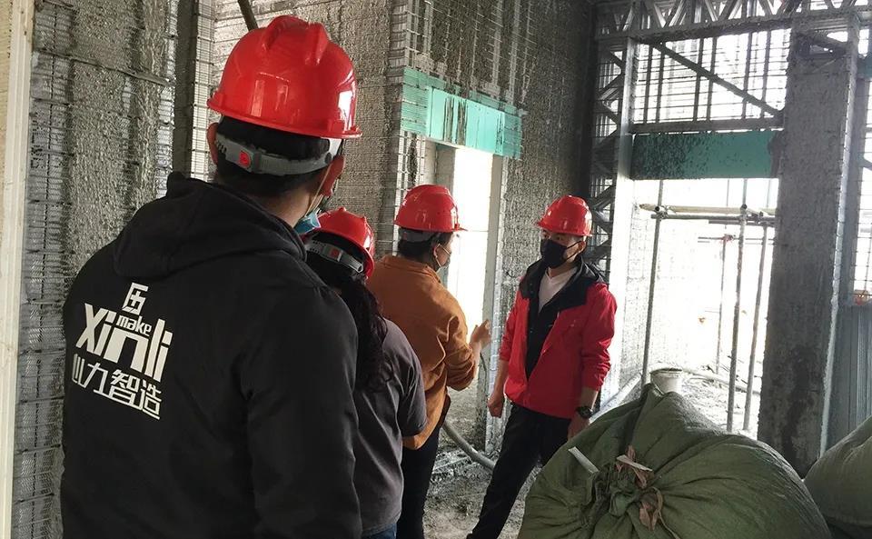 心力集团-赵总在工地进行技术指导