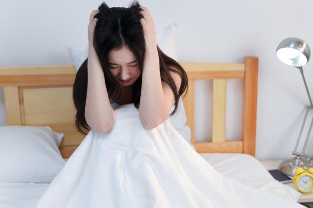 宝妈产后坐月子,却被丈夫公婆独自留在家中,仅留200百元度日