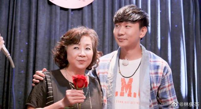 合盈国际平台:林俊杰和妈妈现身周杰伦节目