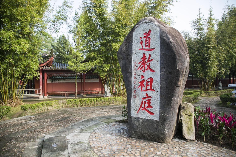 """原创            江西最奇绝秀美之地,被誉为""""丹霞仙境"""",却有三个千年未解之谜"""