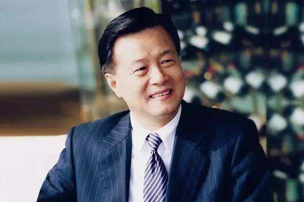 原创中国地产界隐形巨富:10年前靠炒楼赚4.9个亿,今坐拥千亿资产