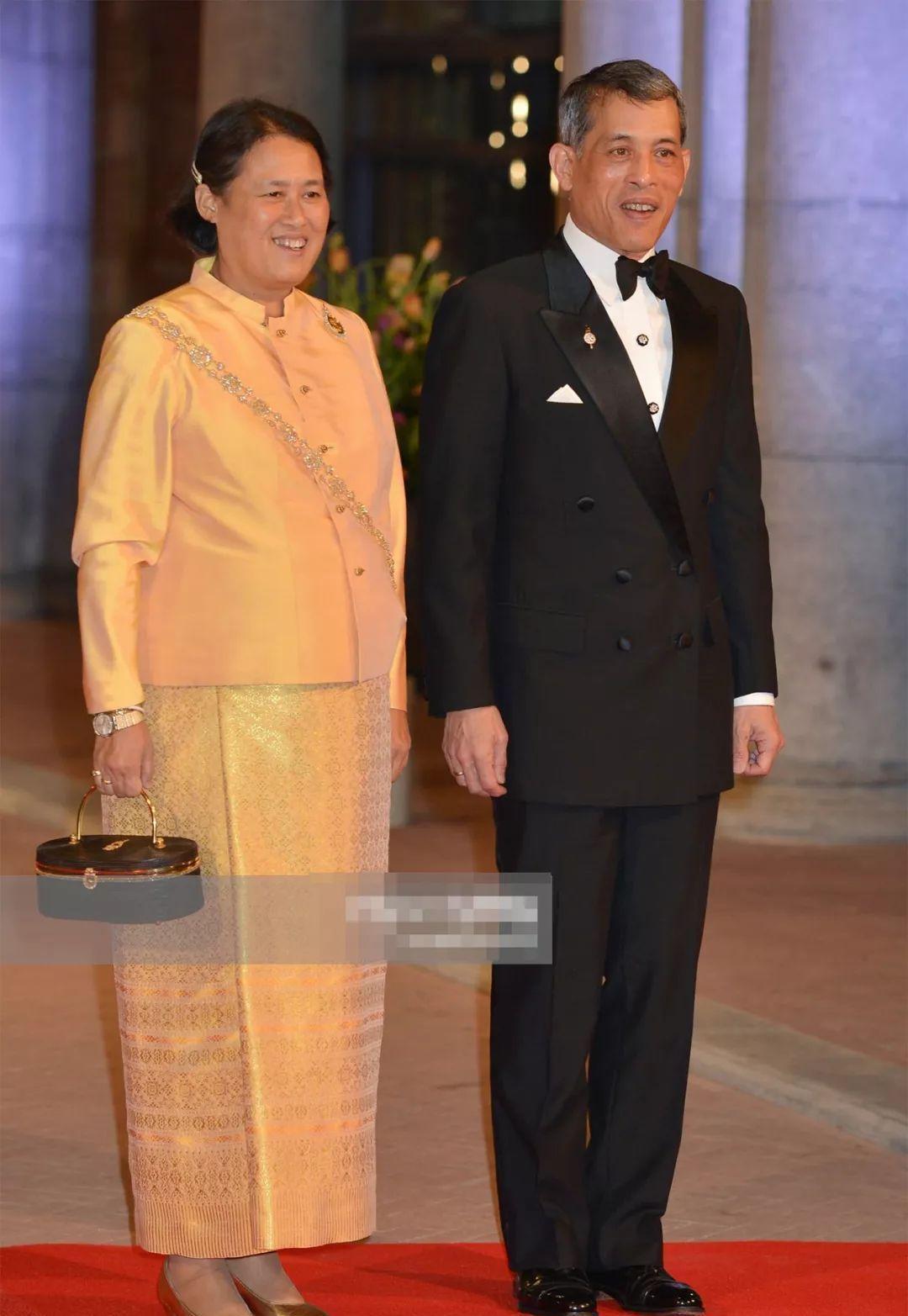 泰国王太后年轻时太美,颜值完胜3个公主,连苏提达也比不上婆婆