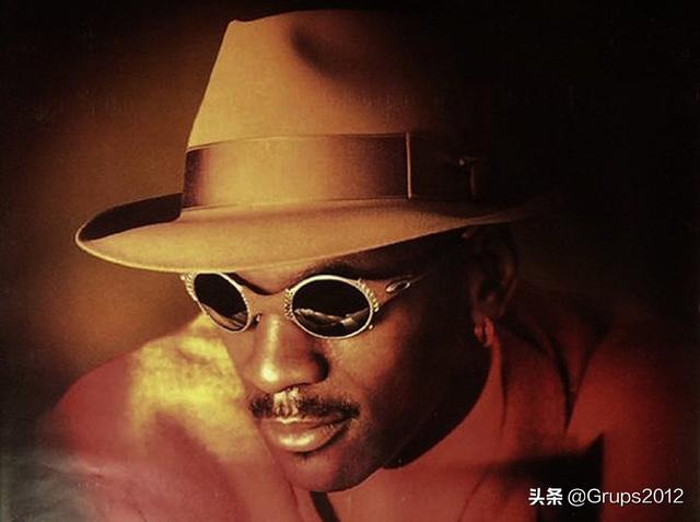 Oakley太阳镜的未来主义 俘虏90年代的芝加哥公牛王朝
