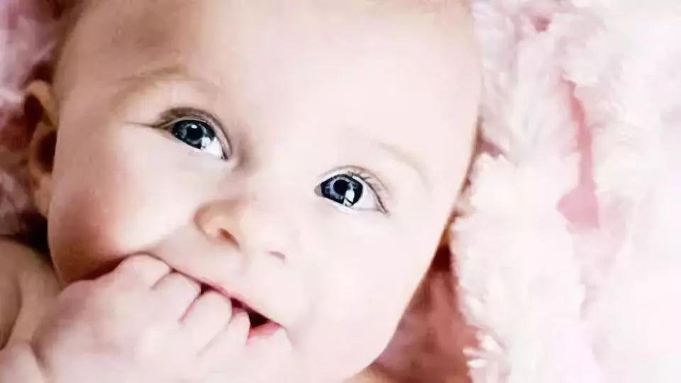『新生儿』新妈妈第一课:新生儿的口腔护理方法,