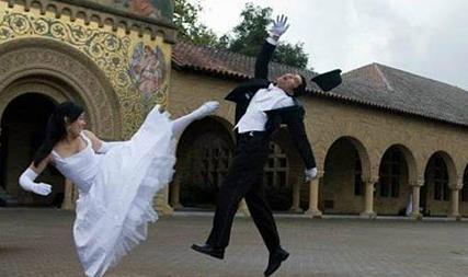 幽默笑话:爱情剧还是青春偶像剧,到最后男主角和女主角都结婚了