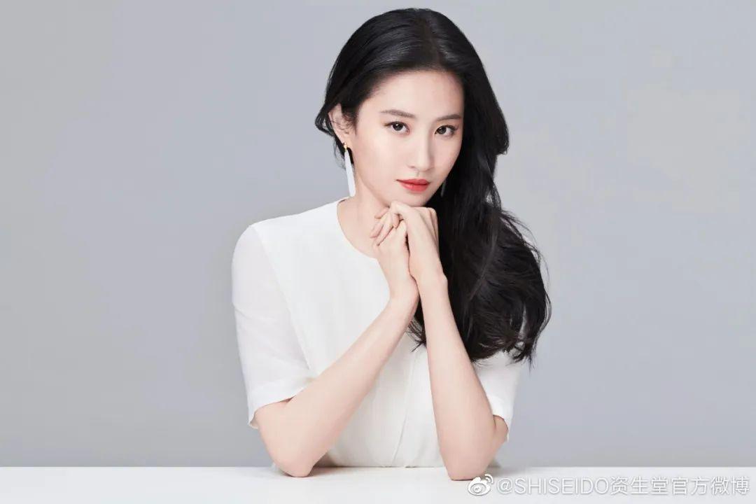 "Highlights | 小鬼刘亦菲高圆圆官宣代言周、欧美群星接唱""imagine""助力加油"