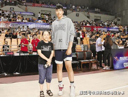 杜峰招入男篮,身高两米二二未来可期