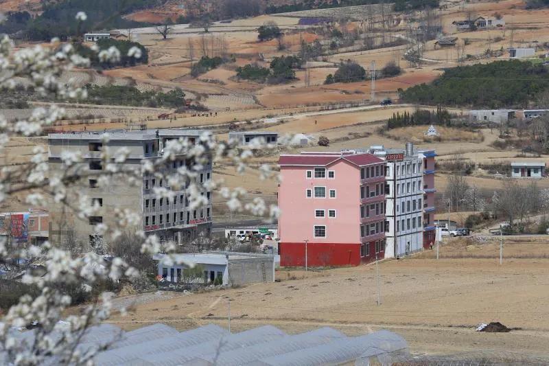 """威宁县观风海镇果化社区这个山沟里的""""大医院""""最近很火"""