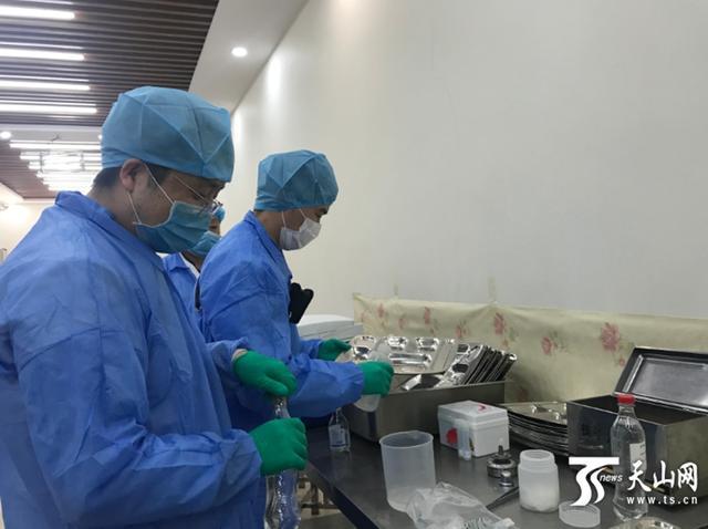 开课第一天新疆检查校园食品安全,督促落实错时就餐