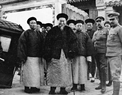 原创            这位清朝大臣比和珅聪明,死后还留下百亿财产,现子孙都是大土豪