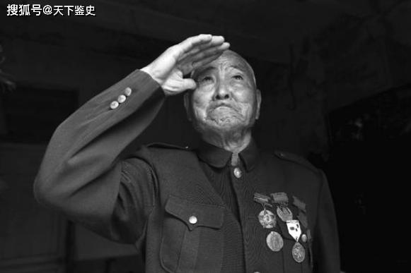 原创            老人自称曾是红军团长,没人信他,最后司令亲自来帮他证实身份