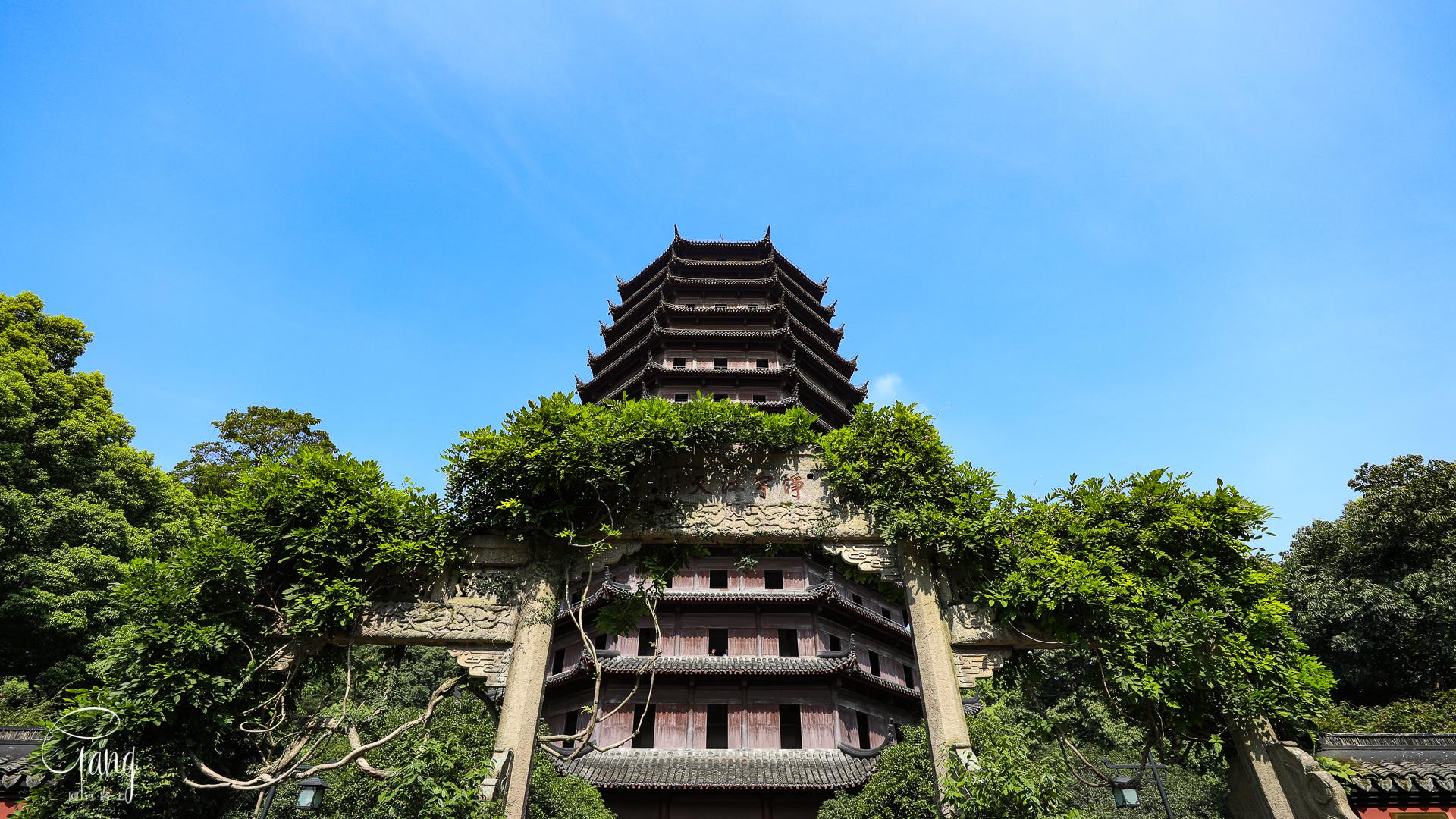 钱塘江畔月轮山上最佳观潮点:六和塔,钱塘江大潮时一票难求