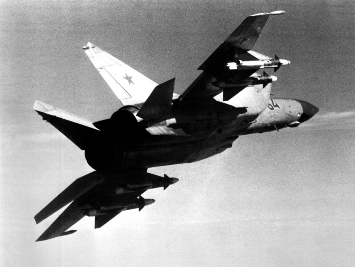 """""""疯子""""飞行员驾机叛逃,苏联损失惨重,美国得来全不费工夫"""