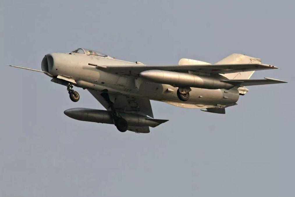 迎面直冲机炮扫射,45秒击落两架敌机,巴铁用中国战机制造奇迹