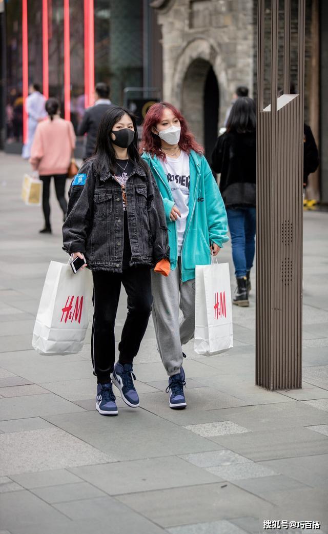 """姐们出街一定要这样穿,美的高级又大气,不会撞衫还很""""撩人"""""""