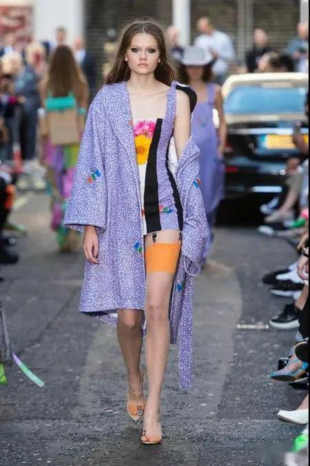 【时尚】让女装气质秒变高级的面料轻奢流光2021春夏女装面料
