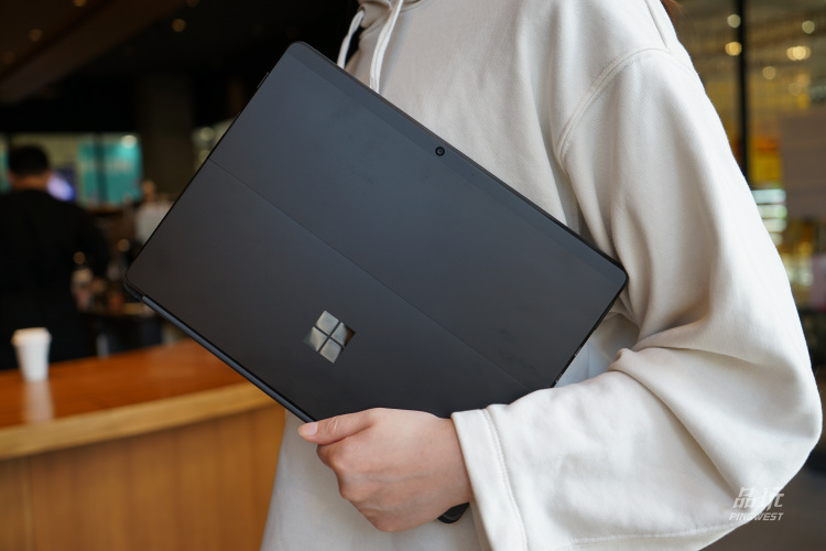 Surface Pro X 适合你用吗?我替大家体验了一下