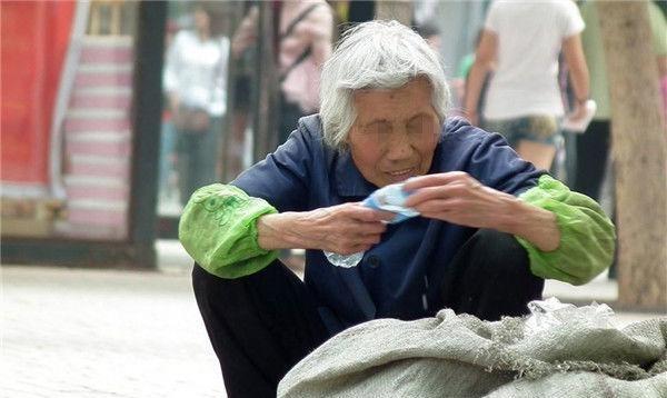 给老人口交_儿子,你以后和孙子别来看我了 ,老人的话,揭露 新式啃老