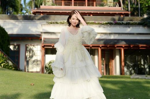 视频婚纱_陈慧琳穿婚纱视频吃鸡