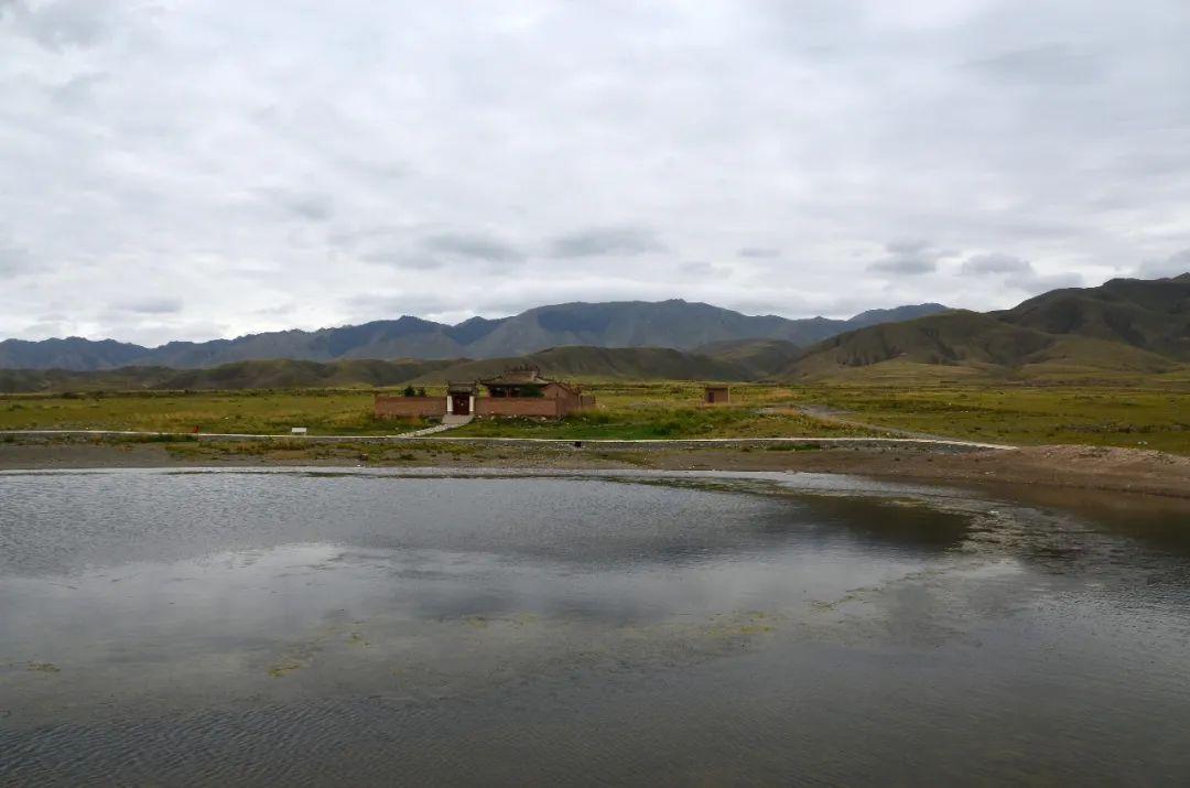 原创            甘肃与内蒙宁夏交界有个县,曾是兵家必争之地,有座活的军事要塞