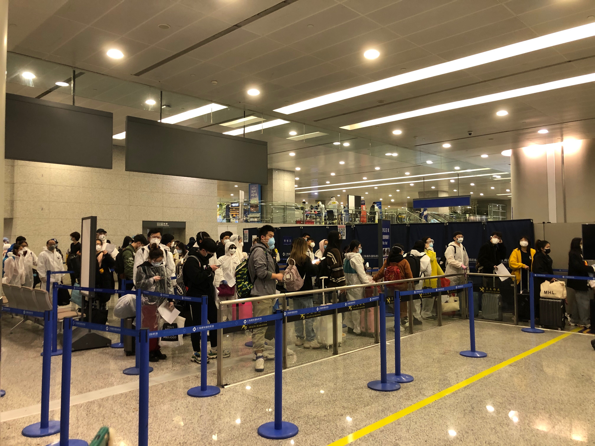 非理性因素直击浦东机场:24小时不间断严防死守,入境旅客说很安心
